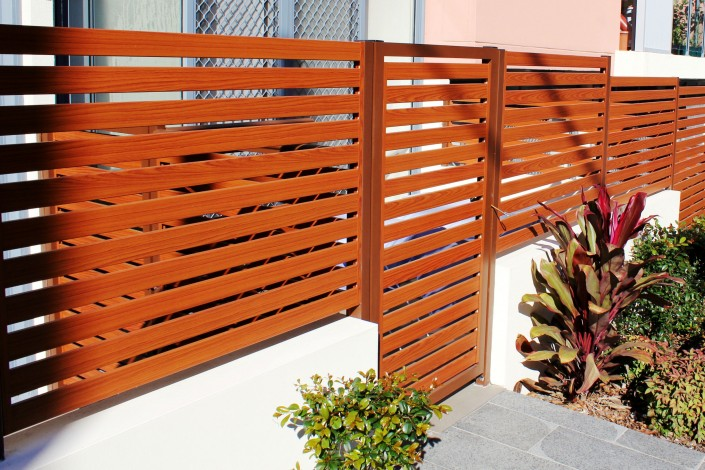 Woodgrain finish Privacy screens & Gate